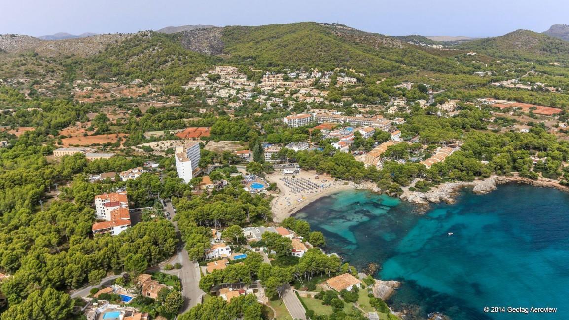 geotag-aeroview-tripinview-aerial-photo-aerial-video-coastline-beach-spain-balearic-islands-mallorca-hotels-mediterranean