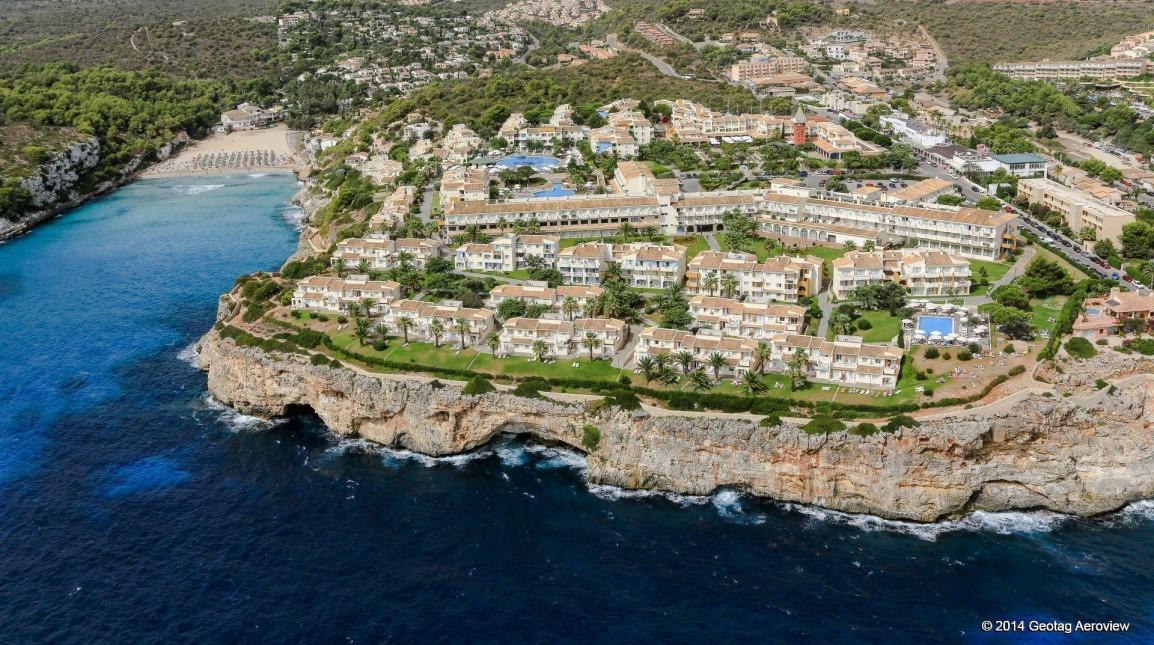 geotag-aeroview-tripinview-aerial-photo-aerial-video-coastline-spain-balearic-islands-mallorca-hotel-beach